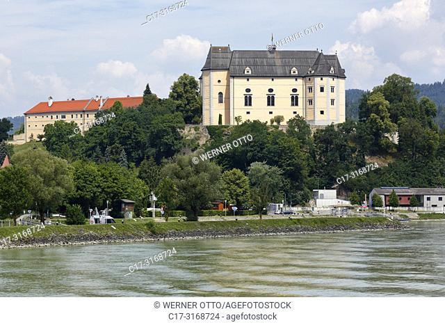 Grein an der Donau, Austria, Upper Austria, District Perg, Grein an der Donau, Muehlviertel, Strudengau, Greinburg Castle on the Hohenstein Hill above the...