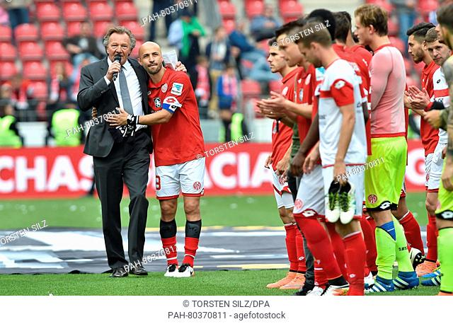 Mainz' Elkin Soto during his farewell with President Harald Strutz after the German Bundesliga soccer match between FSV Mainz 05 and Hertha BSC at Coface-Arena...