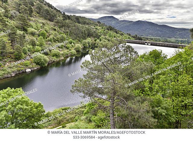 Pajarero reservoir and dam. Sierra de Gredos. Avila. Spain