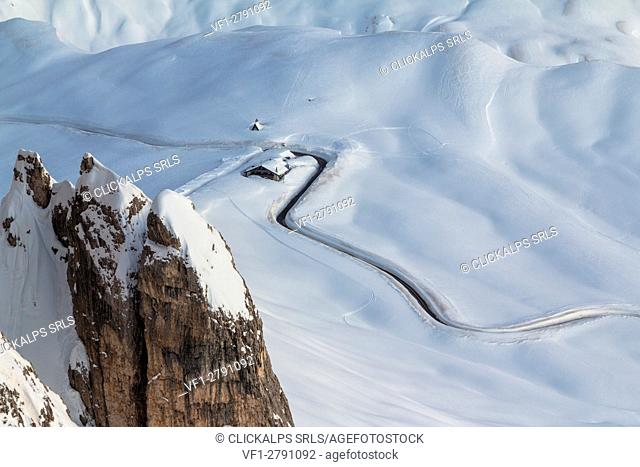 Europe, Italy, Veneto, Belluno. The top of Giau pass as seen from mount Nuvolau in winter, Dolomites