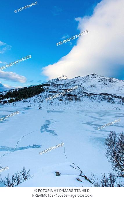 Looking over Ostadvatnet near Bøstad, Vestvågøy, Vestvågøya, Lofoten, Nordland, Norway, March 2017 / Blick über den Ostadvatnet bei Bøstad, Vestvågøy