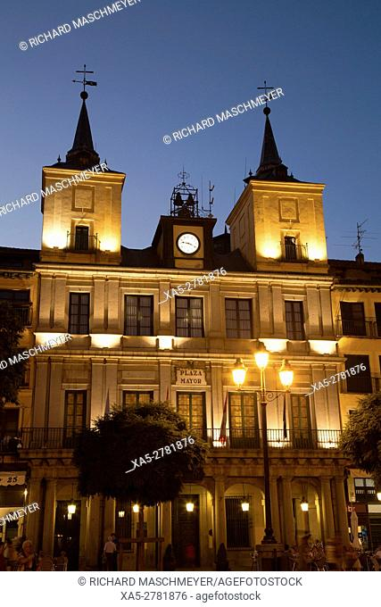 Town Hall (evening), Plaza Mayor, Segovia, UNESCO World Heritage Site, Spain