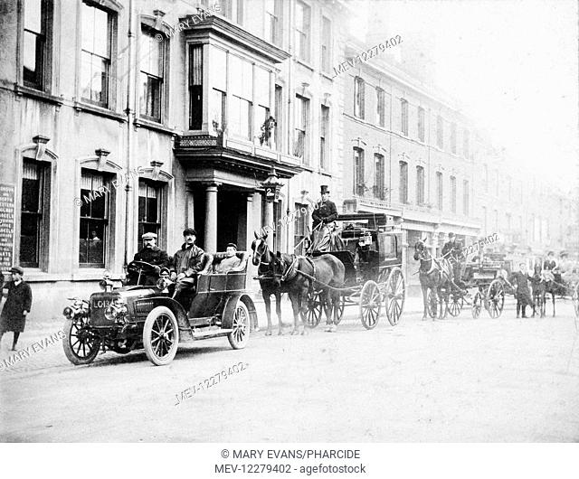 Swan Hotel, High Street, Newport Pagnell, Buckinghamshire, with horse-drawn carriages and a car outside