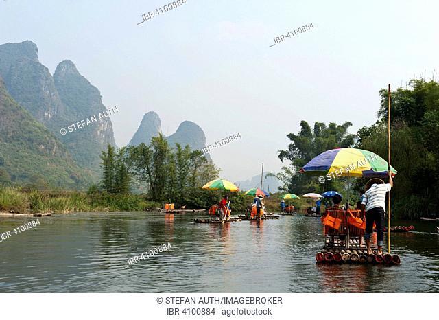 Bamboo rafts, karst mountains, River Yulong River, Jin Xiang, Yangshuo, near Guilin, Guanxi Autonomous Region, People's Republic of China