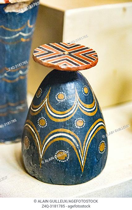 Egypt, Cairo, Egyptian Museum, from the tomb of Yuya and Thuya in Luxor : Dummy vase in wood, painted to imitate glass bottle