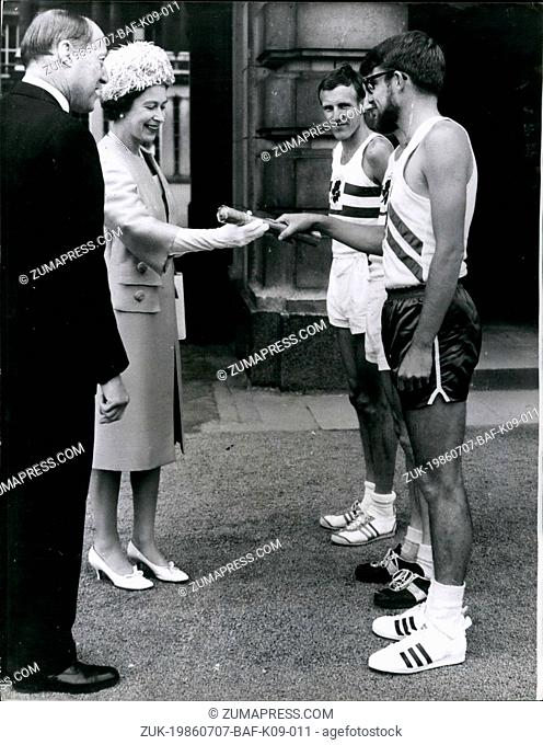 Jul. 07, 1986 - The Queen commonwealth games message leaves: At a ceremony in the forecourt of Buckingham Palace, London, this morning, H.M