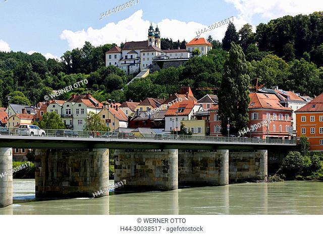 Deutschland, Bayern, Ostbayern, Niederbayern, Passau, Donau, Inn, Ilz, Passau-Innstadt, Wallfahrtskirche und Kloster Maria Hilf, Barock, Wohnhaeuser, Innufer