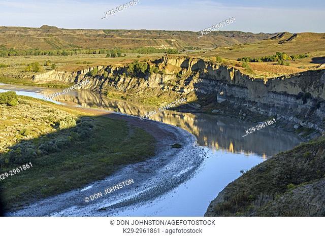Little Missouri River Valley in late summer, Theodore Roosevelt NP (South Unit), North Dakota, USA