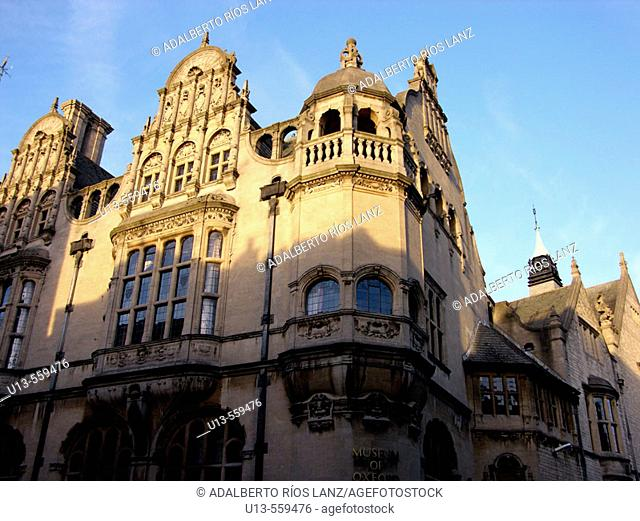 Bank Building Corner High Street Saint Aldates Oxford England United Kingdom
