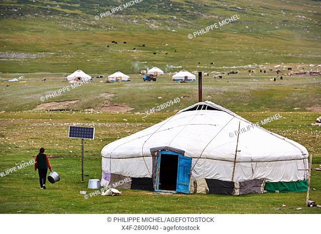 Mongolia, Bayan-Ulgii province, western Mongolia, National parc of Tavan Bogd, nomad camp of Kazakh people in Altay mountains