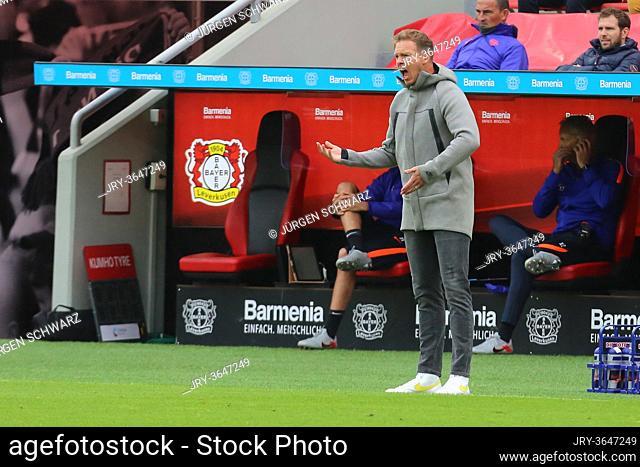 Leverkusen, Germany, 26.09.2020, 1st Bundesliga 2nd matchday, Bayer 04 Leverkusen - RB Leipzig, head coach Julian Nagelsmann (Leipzig) gives instructions
