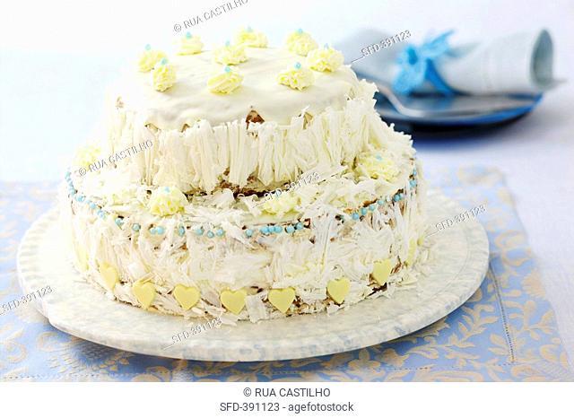 Cake with mascarpone cream and white chocolate icing