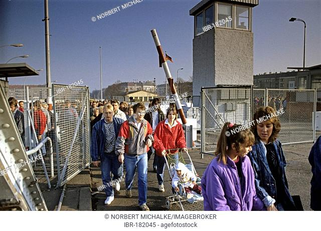 Fall of the Berlin Wall: citizens from East Berlin pass the checkpoint Bornholm Bridge, Berlin, Germany