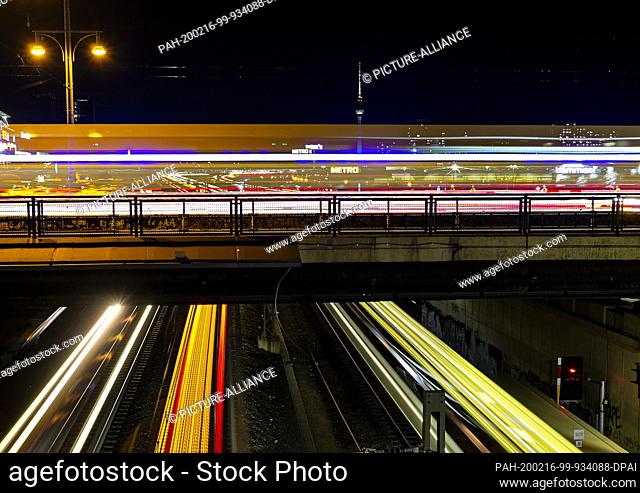 16 February 2020, Berlin: The vehicles on the Warsaw Bridge and the trains on the tracks below can only be seen as colourful strips of light