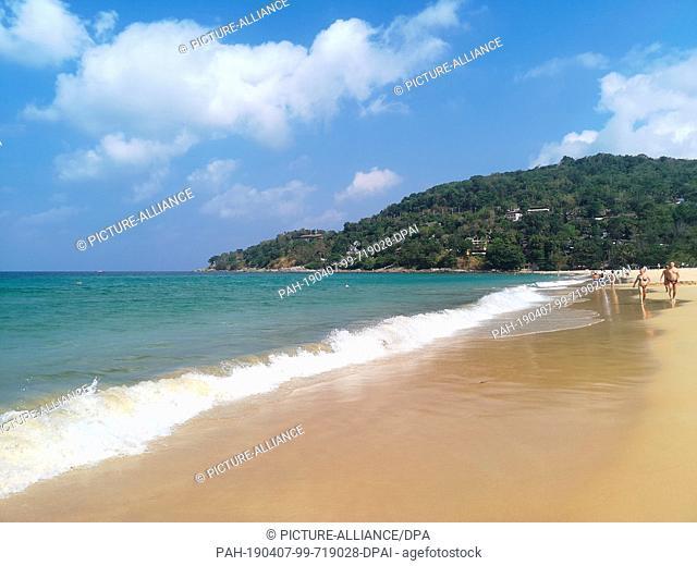 12 March 2019, Thailand, Karon Beach: The beach of Karon Beach. Photo: Alexandra Schuler/dpa. - Karon Beach/Phuket/Thailand
