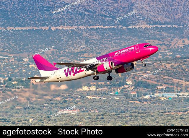 Athen, Griechenland - 23. September 2020: Ein Airbus A320 Flugzeug der Wizzair mit dem Kennzeichen HA-LPV auf dem Flughafen Athen (ATH) in Griechenland