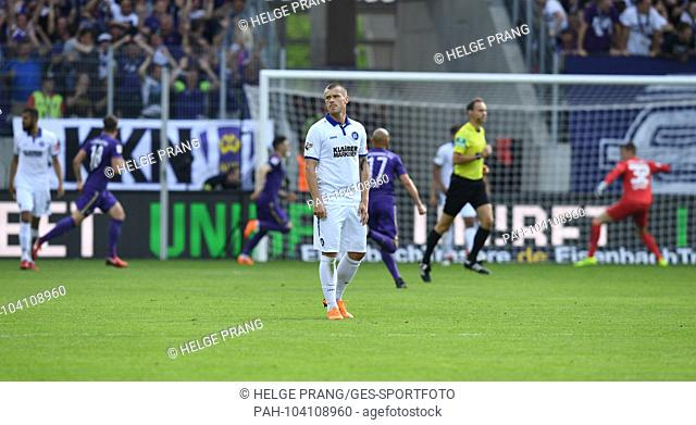 frustrated with Marvin Pourie (KSC) after the 1-0. GES / Football / Relegation: FC Erzgebirge Aue - Karlsruher SC, 22.05