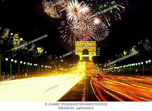 ARCH DE TRIOMPHE. AVENUE CHAMPS. ELYSEES. PARIS. FRANCE