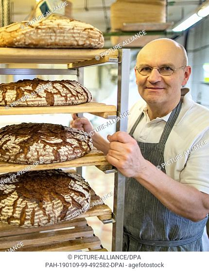 09 January 2019, Bavaria, Dachsbach: Arnd Erbel, master baker and confectioner and owner of the family bakery of the same name