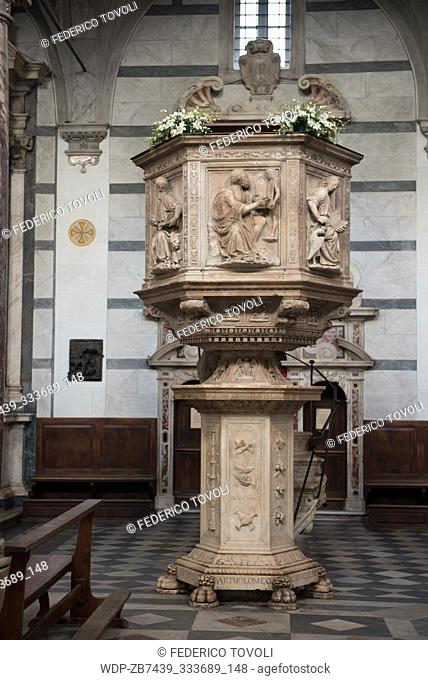 Pulpit in marble in Pietrasanta cathedral