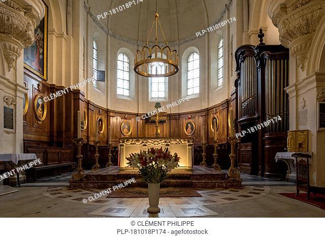 Altar and church organ of the Cathédrale Notre-Dame des Doms d'Avignon / Avignon Cathedral, Vaucluse, Provence-Alpes-Côte d'Azur, France