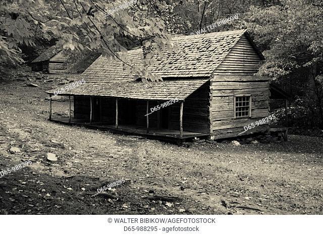 USA, Tennessee, Gatlinburg, Great Smoky Mountains National Park, historic Bud Ogle Farm, 1883-1925, autumn