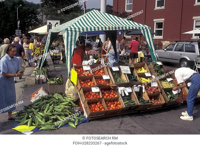 outdoor market, Vermont, VT, A produce stand at the Saturday Farmers Market in Montpelier