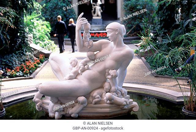 Kai Nielsens skulptur Vandmoderen, Gliptoteca Ny Carlsberg, Copenhaga, Dinamarca, 1999