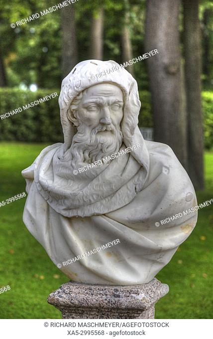 Garden Statue, Catherine's Palace (background), Tsarskoye Selo, Pushkin, UNESCO World Heritage Site, Russia