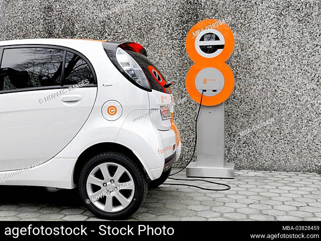 First series-produced, purely electric car in Germany, Citroen C-ZERO AIRDREAM at a charging station, charging process, electromobility, e-car, Germany