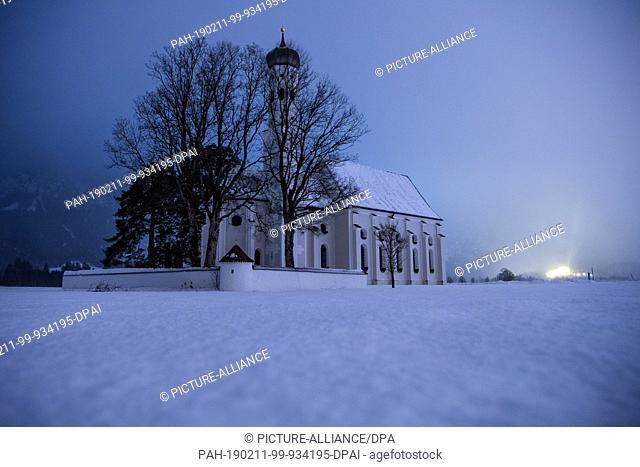 11 February 2019, Bavaria, Schwangau: The church St. Coloman stands in a snowy landscape. Photo: Lino Mirgeler/dpa. - Schwangau/Bavaria/Germany