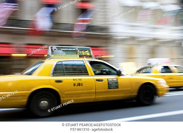Taxi on 5th Avenue, New York City, USA