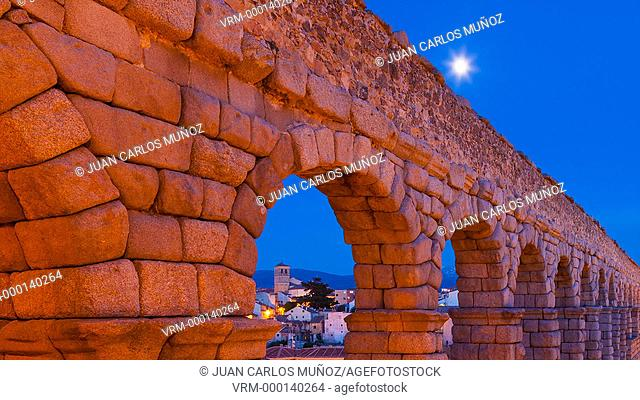 Aqueduct of Segovia at night