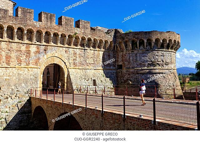 Fortified gate into the old town, Colle di Val d'Elsa, Tuscany, Italy, Europe