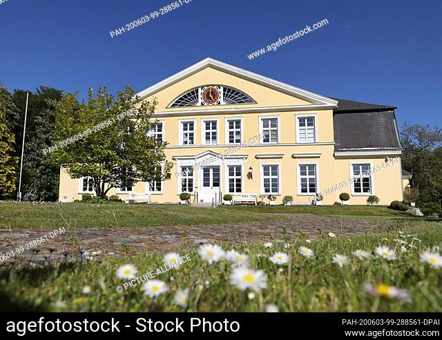 28 May 2020, Mecklenburg-Western Pomerania, Poppendorf: View of the manor house in Poppendorf, which today is mainly used privately