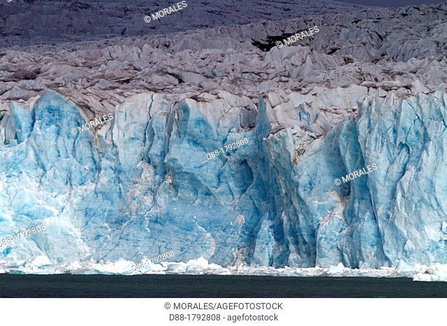 Norway, Svalbard, Spitsbergen, Lilliehøøk Glacier in Krossfjorden