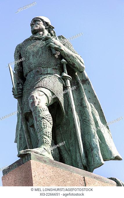 Leifur Eriksson statue outside Hallgrimskirkja Church, Reykjavik, Iceland