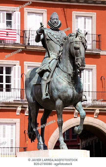 Equestrian sculpture of King Felipe III in Plaza Mayor, Main Square, Madrid, Spain, Europe