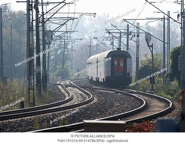 15 October 2019, Poland, Küstrin (kostrzyn): An intercity of the Polish state railway PKP leaves the city. Photo: Soeren Stache/dpa-Zentralbild/ZB