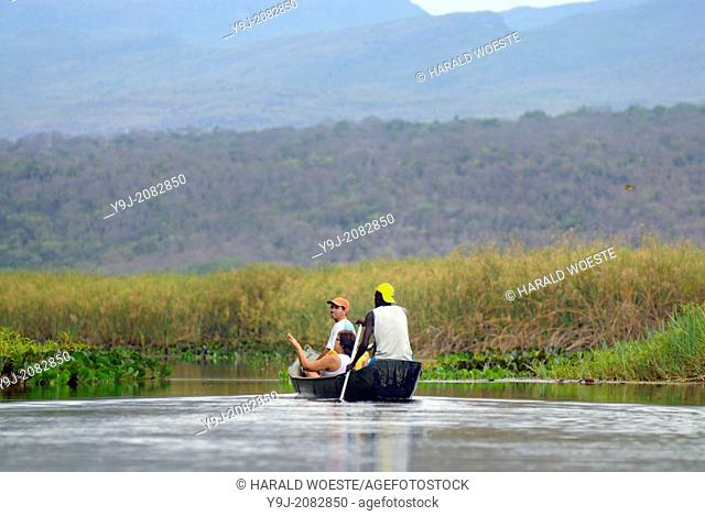 Parque Nacional de Chapada Diamantina, Lencois, Bahia, Brazil: Tourists with their local travel guides on a boat trip through the marshy landscape of the...