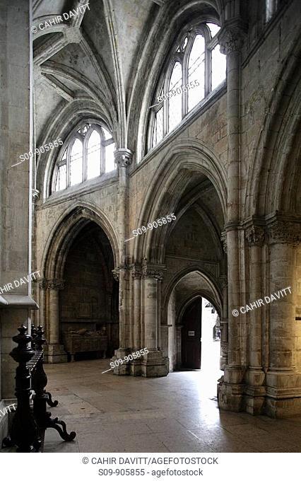 Portugal, Lisboa, Lisbon, Chiado, the interior of the Santa Maria Maior de Lisboa or Se cathedral