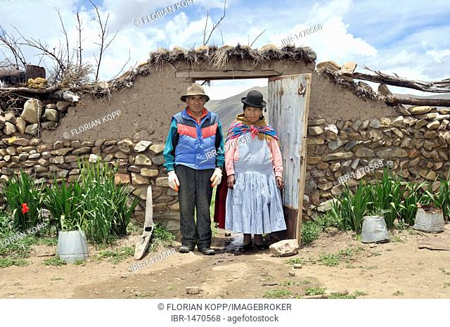 Portrait of two elderly people, couple, in a yard gate, Bolivian Altiplano highlands, Departamento Oruro, Bolivia, South America