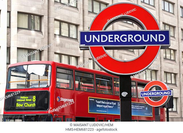 United Kingdom, London, City, St. Paul's station, symbol of the London Tube the logo Undergound is a proprietary name, a special authorization is required...