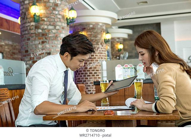 Businessman and businesswoman at cafe