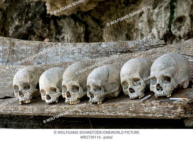 Indonesia, Sulawesi Selatan, Toraja Utara, Torajaland, skull and crossbones, rock tombs, death cult