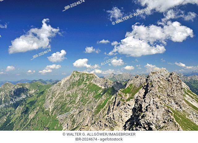 Hindelanger fixed rope route on Nebelhorn mountain, 2224m, leading to Grosser Daumen mountain, 2280m, Allgaeu Alps, Allgaeu region, Bavaria, Germany, Europe