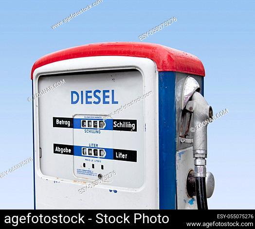 Schöne alte österreichische Zapfsäule, Diesel