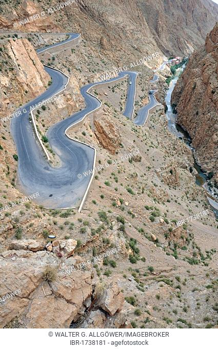 Pass road in the Dadès Gorge, Atlas Mountains, Morocco, Africa