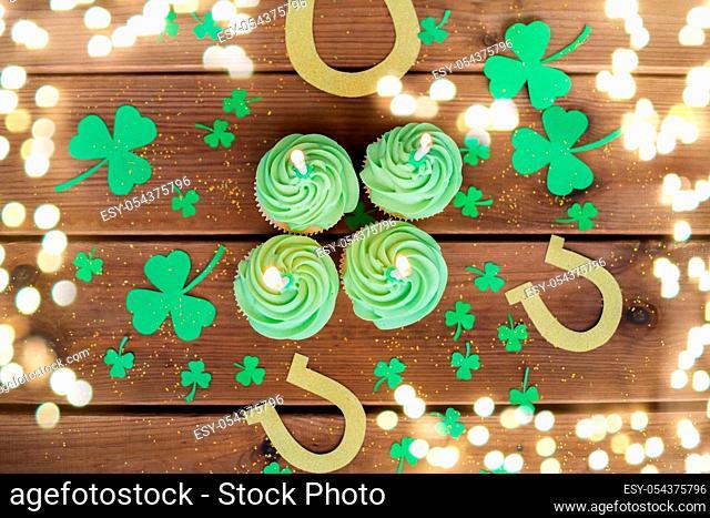 green cupcakes, horseshoes and shamrock