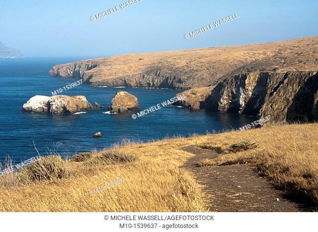 Cavern Point loop trail on Santa Cruz Island with Anacapa Island in the distance